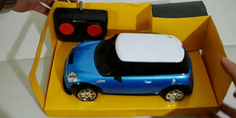 Detailed review of Kinsmart Mini Cooper S 1:28 Scale Toy Car