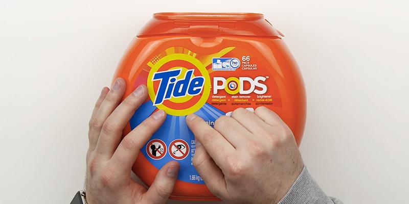 Tide PODS Spring Meadow HE Turbo Pacs 81-load Tub in the use