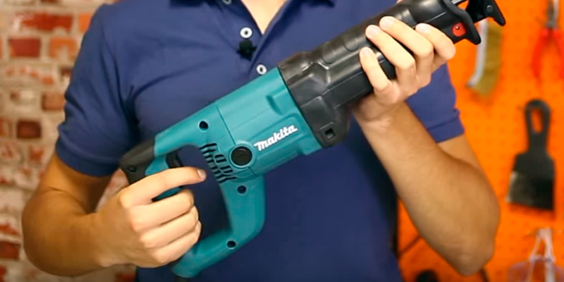 Makita JR3050T Versatile Design in the use