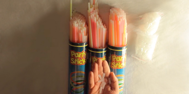 Review of PartySticks VCMU Glow Sticks Bulk, 8 inch, 300 pcs