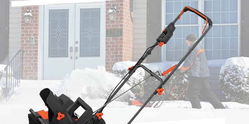 BLACK+DECKER LCSB2140 40V Max Lithium Snow Thrower in the use