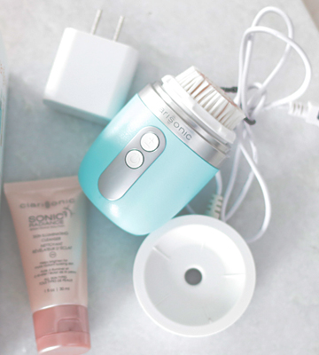 Review of Clarisonic Mia FIT 2 Speed Sonic Facial Cleansing Brush System