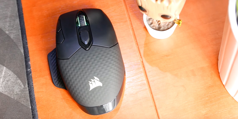 Corsair Dark Core RGB Wireless Gaming Mouse in the use