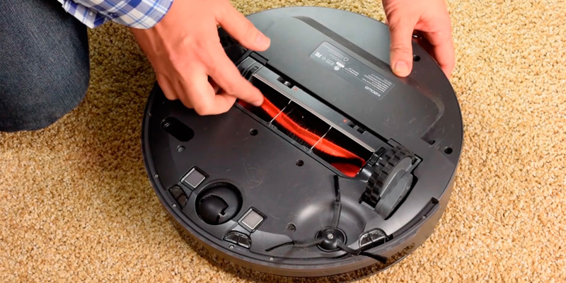 Roborock E25 Robot Vacuum Cleaner with Mopping in the use