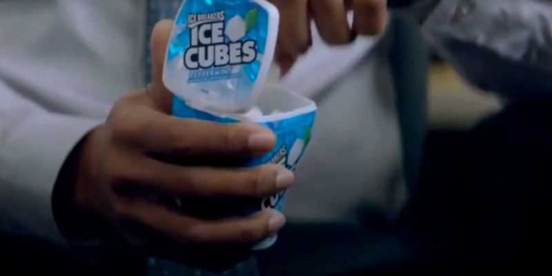 Review of ICE BREAKERS ICE CUBES Chewing Gum, Sugar Free Peppermint