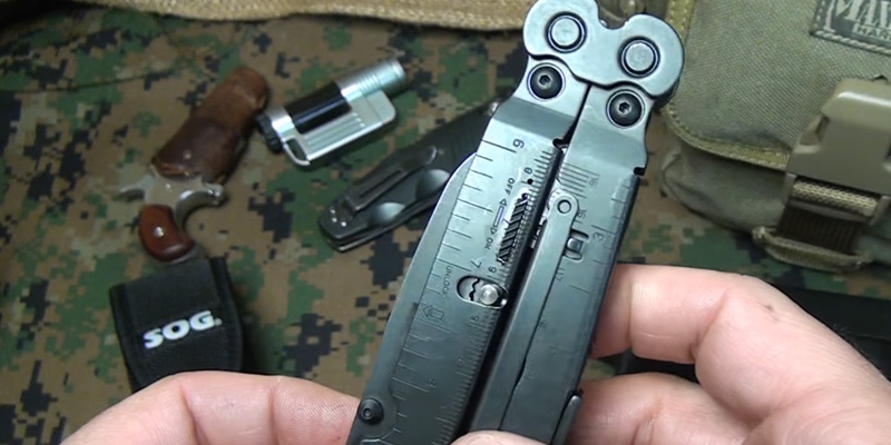 SOG PowerAssist B66N-CP Multi-Tool in the use