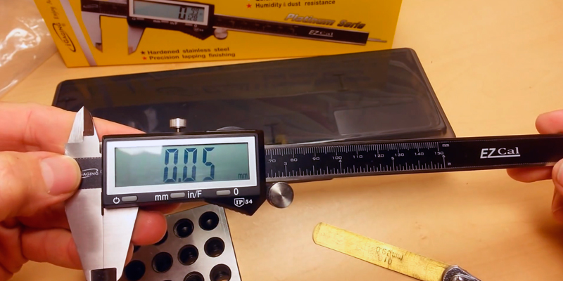 Review of iGaging 100-333-8B Digital Caliper