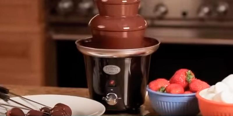 Review of Nostalgia CFF965 Chocolate Fondue Fountain