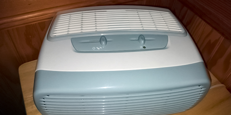 Holmes HAP242-NUC Desktop Air Purifier in the use