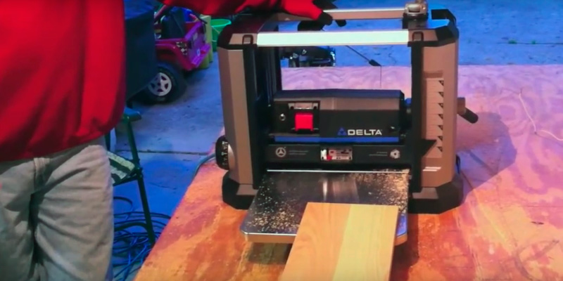 Detailed review of Delta 22-555 Portable Thickness Planer