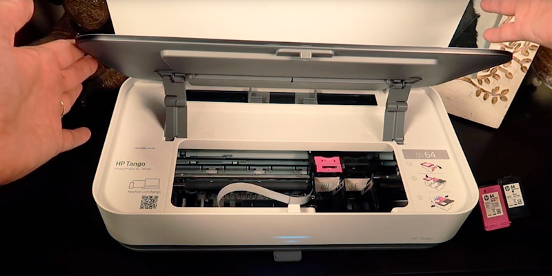 HP Tango 2RY54A Mobile Printer in the use