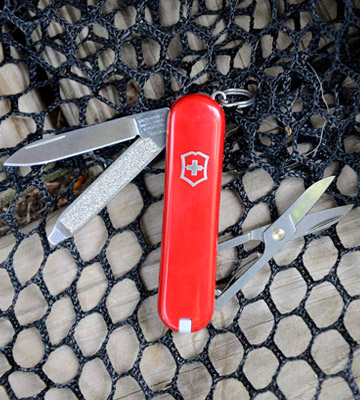 Review of Victorinox Classic SD Swiss Army Pocket Knife (0.6223)