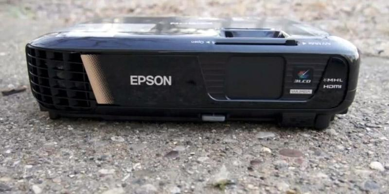 Epson EX9200 Pro Wireless Full HD Projector in the use
