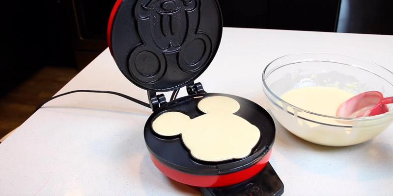 Review of Disney DCM-12 Waffle Maker