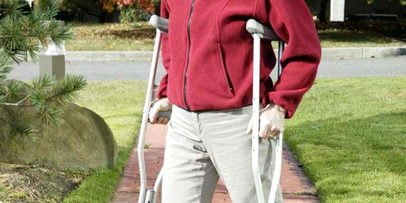 Hugo Mobility 721-790 Hugo Lightweight Adjustable Aluminum Crutches in the use