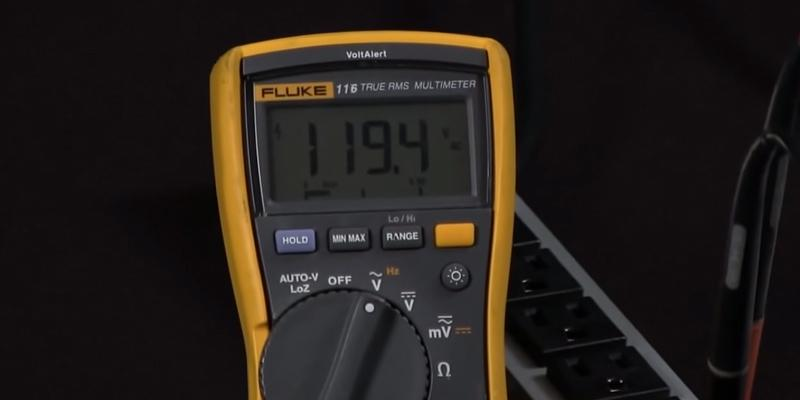 Fluke 116 HVAC Multimeter with Temperature and Microamps in the use