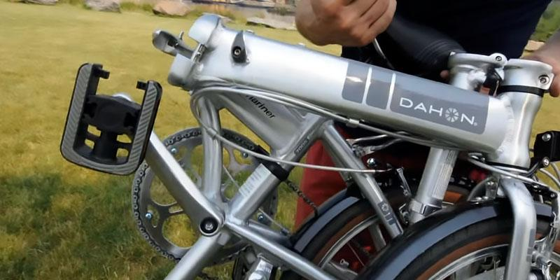 Dahon Mariner D7 Folding Bike in the use