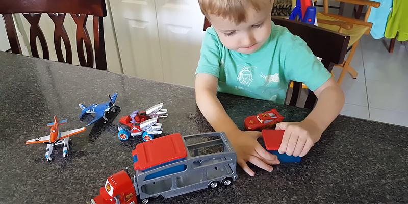 Detailed review of Mattel Disney/Pixar Toy Cars Color Change Mack Dip & Dunk Trailer