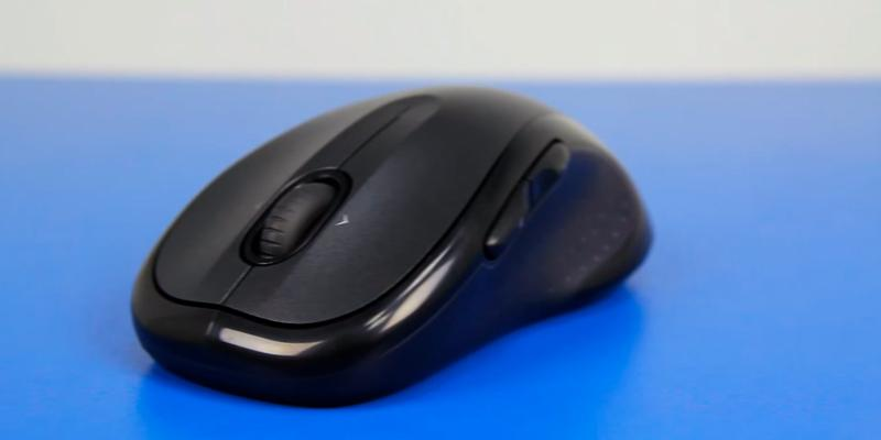Logitech M510 (910-001822) Wireless Mouse in the use