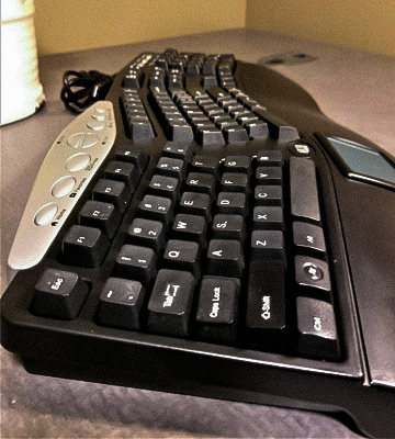 Review of Adesso PCK-308UB Ergonomic Keyboard with TouchPad