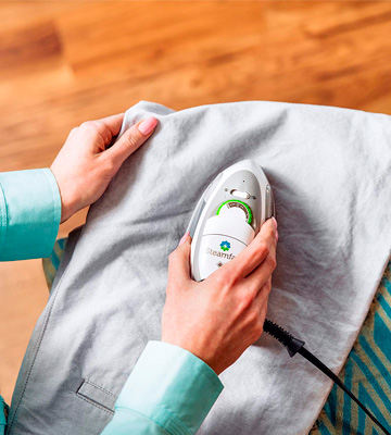 Review of Steamfast SF-750 Travel Steam Iron