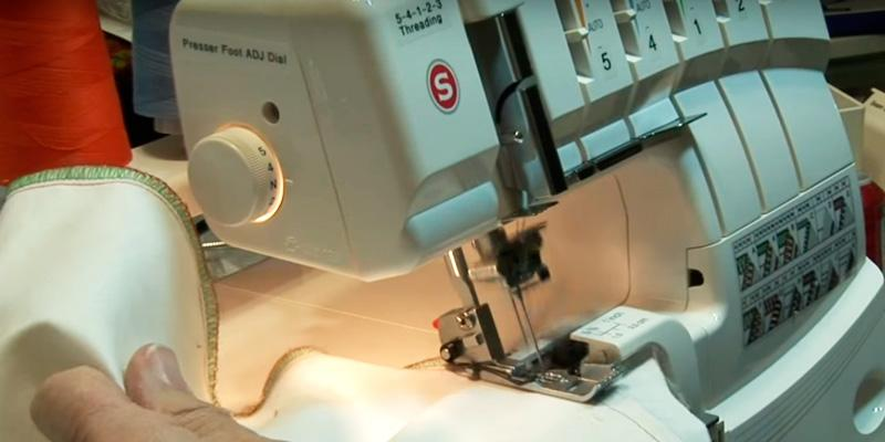 SINGER 14T968DC Professional 5-4-3-2 Thread Overlock with Auto Tension in the use