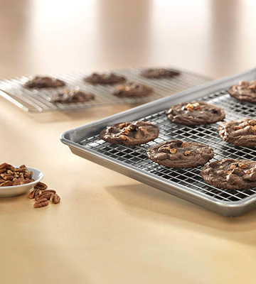 Review of USA Pan 1606CR Half Sheet Baking Pan and Bakeable Nonstick Cooling Rack