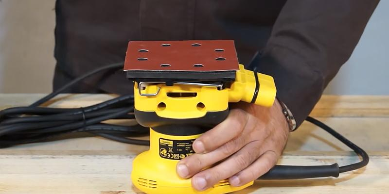 Review of DEWALT D26441K Orbital 1/4-Sheet Sander
