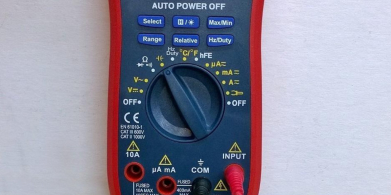 AstroAI WH5000A Digital Multimeter in the use