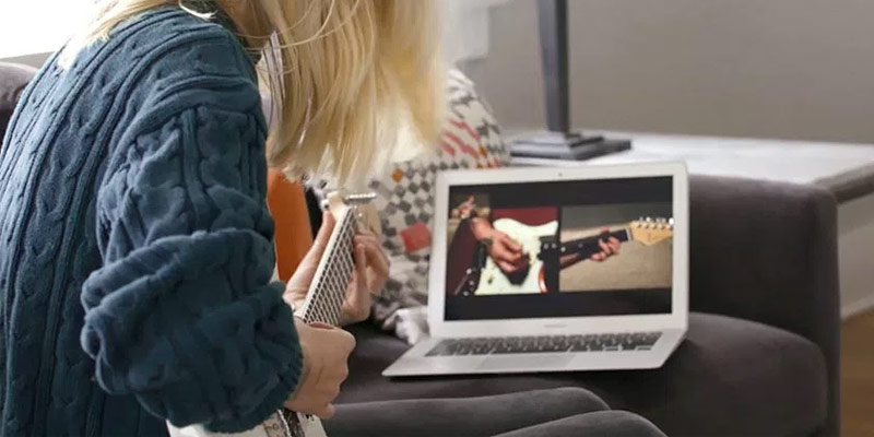 Guitar tricks Learn to play Guitar with ONLINE Guitar lessons in the use