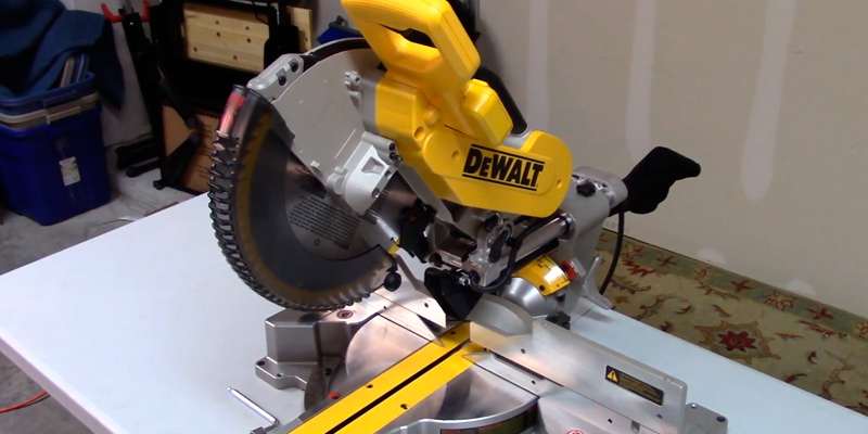 Review of DEWALT DWS779 Sliding Compound Miter Saw