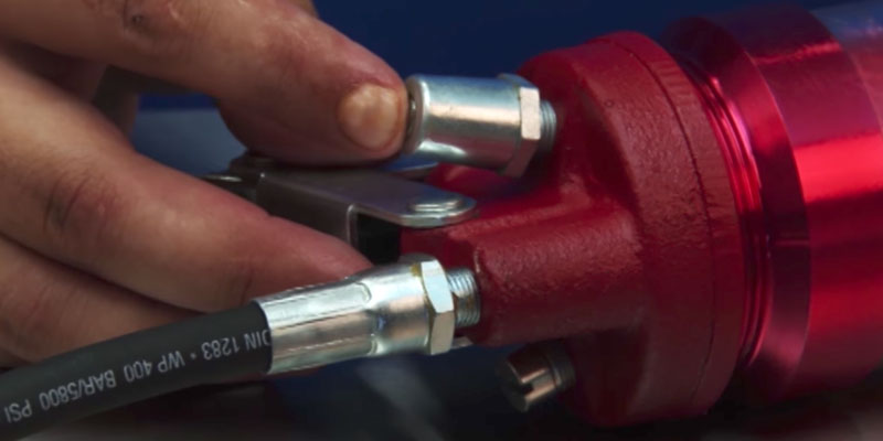 Carbyne 4500 PSI Grease Gun in the use