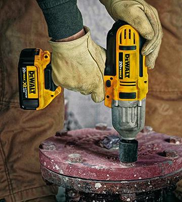 "Review of DEWALT DCF883M2 20-volt MAX Lithium Ion 3/8"" with Hog Ring"