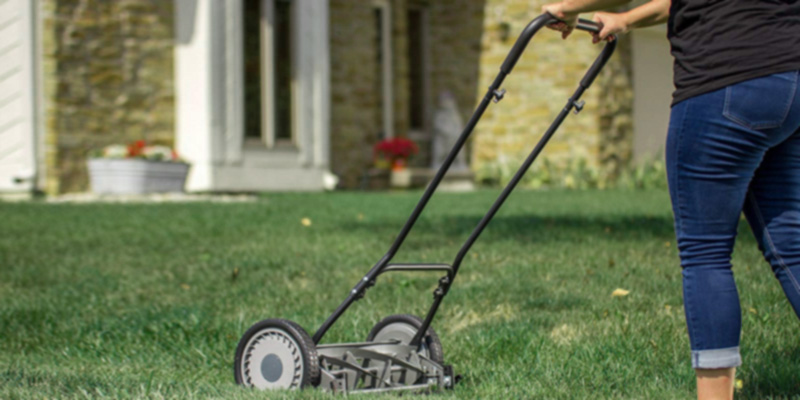 Great States 815-18 18-Inch 5-Blade Push Reel Lawn Mower in the use