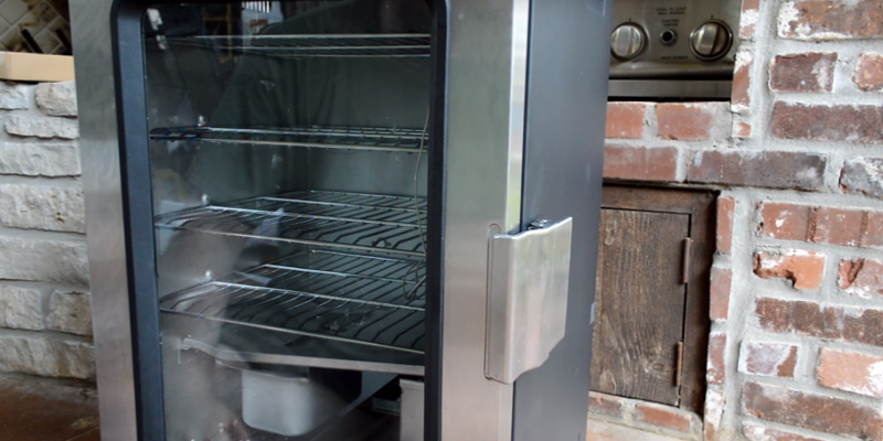 Char-Broil Deluxe Digital Electric Smoker in the use