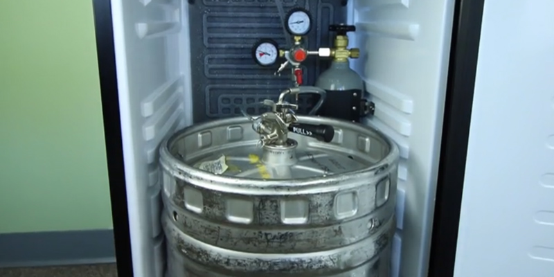 Nostalgia KRS2100 Full Size Kegorator in the use