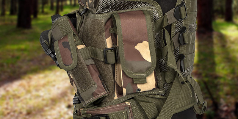 Lancer Tactical Cross Draw Magazine and Pistol Holster in the use