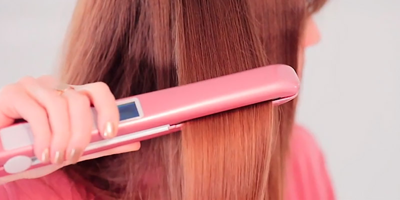 KIPOZI K-137 Rose Pink Hair Straightener in the use