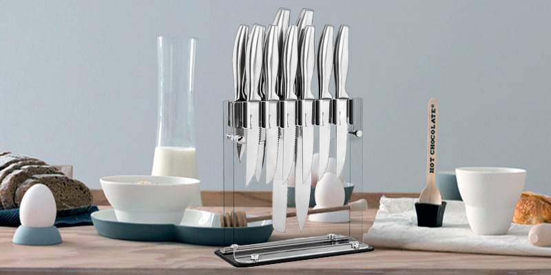 Utopia Kitchen 12-Piece Knife Set with Stand in the use