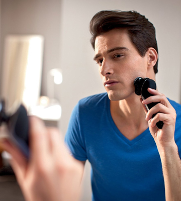 Review of Philips Norelco S8950/90 Electric Shaver 8900 with SmartClean