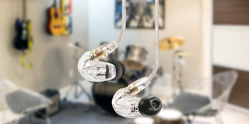 Shure SE215-CL Sound Isolating Earphones in the use