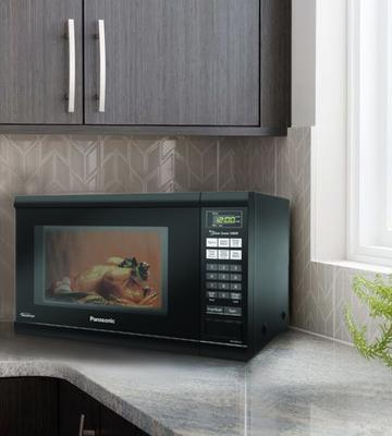 Review of Panasonic NN-SN651BAZ Countertop Microwave with Inverter Technology