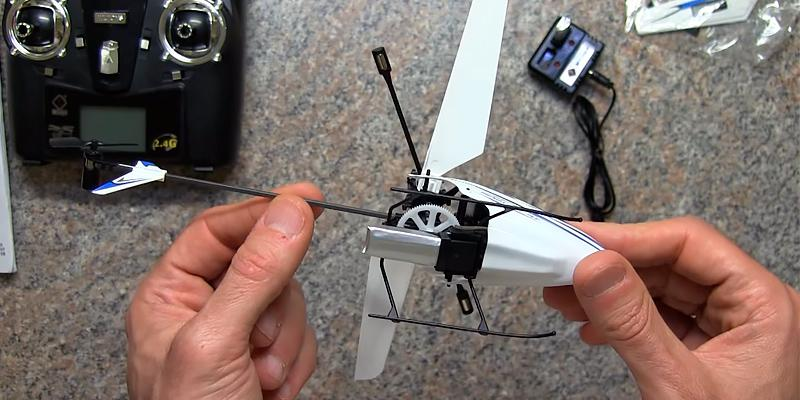 WL V911 Mini Radio Single Propeller RC Helicopter in the use