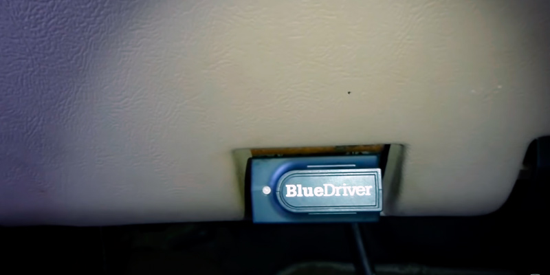 BlueDriver Bluetooth Professional OBDII Scan Tool in the use