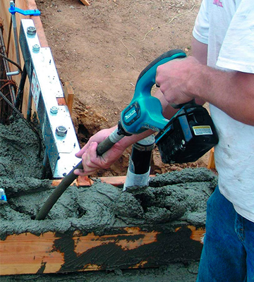 Review of Makita XRV01Z LXT Cordless Concrete Vibrator