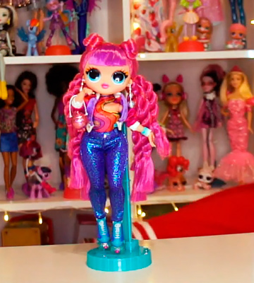 Review of L.O.L. Surprise! O.M.G. Series 3 Roller Chick Fashion Doll with 20 Surprises