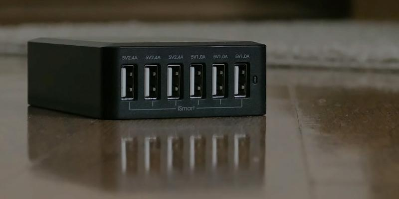 RAVPower Desktop Charging Station in the use
