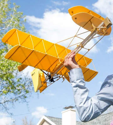 Review of Be Amazing! Toys Sky Blue Flight Giant Wright Flyer Model Kit