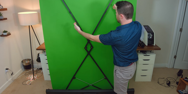 Elgato 10026500 Collapsible Green Screen in the use