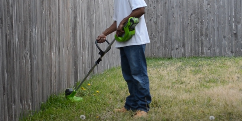Review of GreenWorks 2101602 12-Inch 40V Cordless String Trimmer, 2.0 AH Battery Included